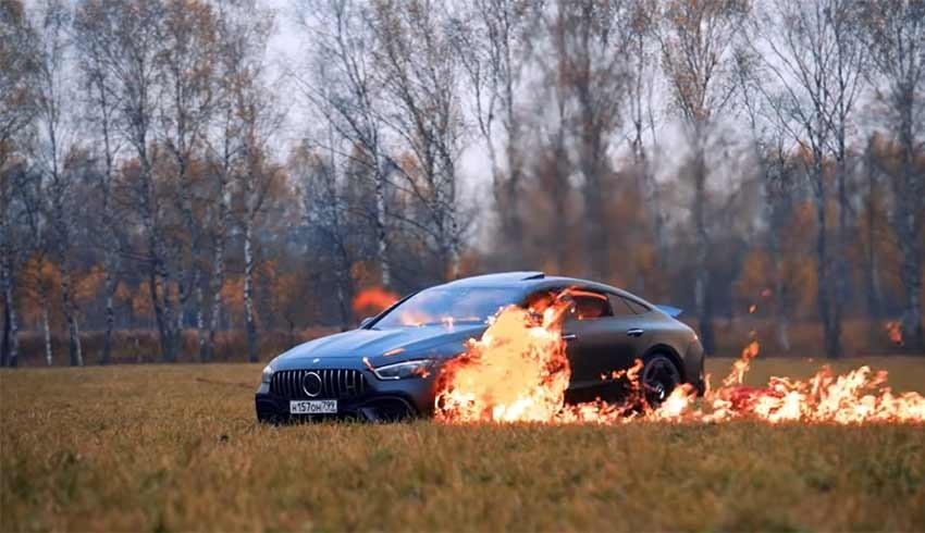 'Arıza yapıyor' diyerek lüks aracını benzin dökerek yaktı!