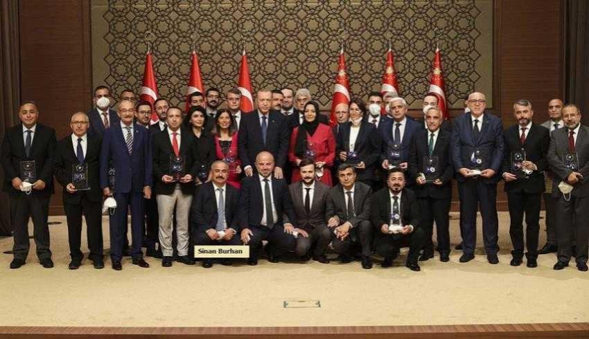 'Medya Ödülleri'ni dağıtan derneğin başkanı AK Parti Meclis Üyesi çıktı!