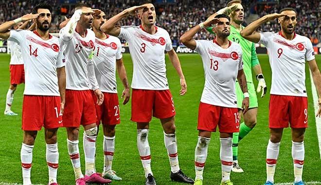 UEFA asker selamı nedeniyle Fransa-Türkiye maçıyla ilgili soruşturma başlattı