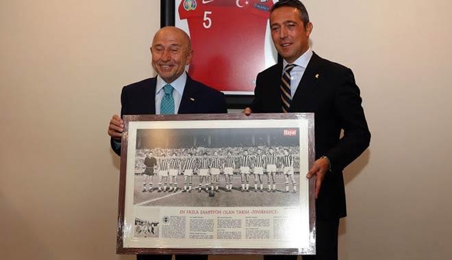 Ali Koç'dan TFF Başkanı Özdemir'e hediye: En fazla şampiyon olan takım, Fenerbahçe