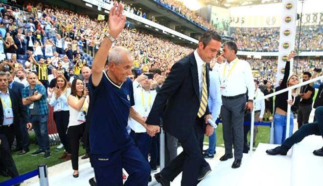 Ali Koç sahneye onunla çıktı! Ali Koç'u kim Fenerbahçeli yaptı? İşte o hikaye...