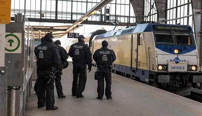 Almanya'da trende tecavüz skandalı! 750 yolcu gözaltında