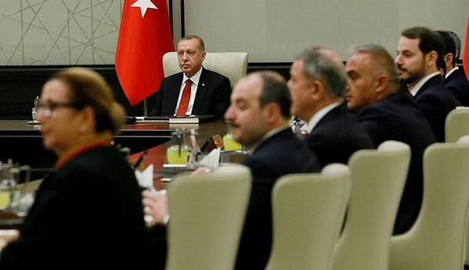 AKP'li yazar:5 Eylül Perşembe gecesikulisler'kabinedeğişikliği ile çalkalandı'