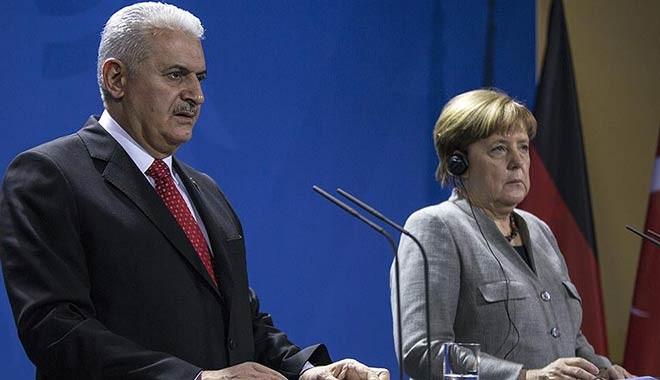 Başbakan Yıldırım ve Angela Merkel'den bir yıl sonra kritik mesajlar...