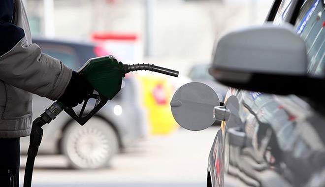 Zam geldi: Benzin 6.20 TL'ye çıktı