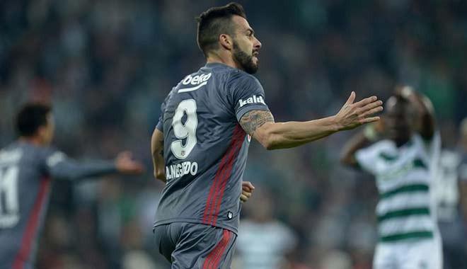 Beşiktaş uzatmalarda yenilgiden kurtuldu