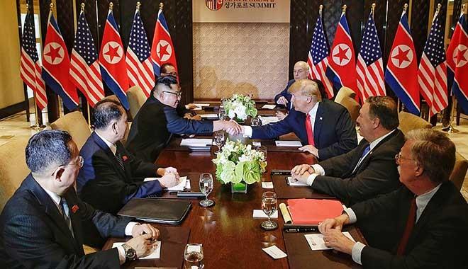 Bilim kurgu filmi gibi: Trump-Kim anlaşma imzaladılar