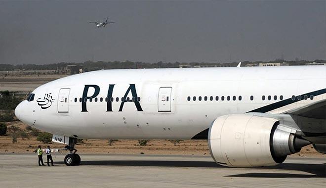 Bir yolcu tuvalet sanıp uçağın acil durum kapısını açtı