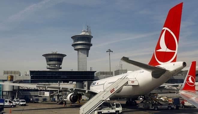 Tel örgülerden girerek havalimanı apronunda dolaşan çocuk gözaltına alındı