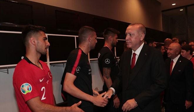 Erdoğan, A Milli Futbol Takımı'nı tebrik etti