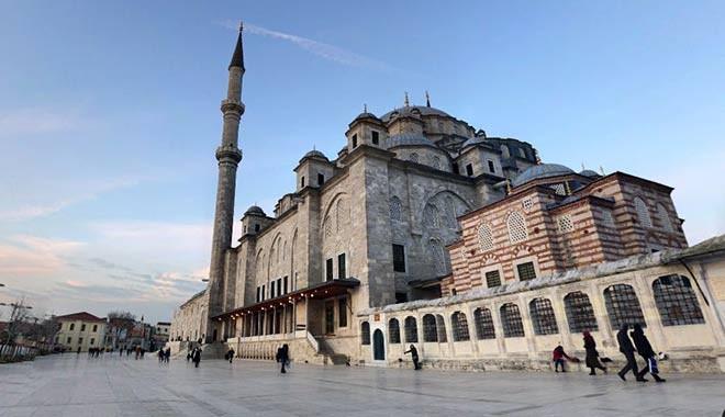 Fatih Camii'ndeki ağaçları da katlettiler