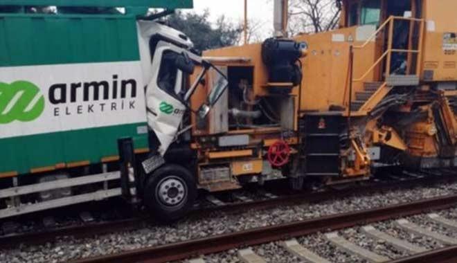 Florya'da deneme seferleri yapan trenler çarpıştı, yaralılar var...