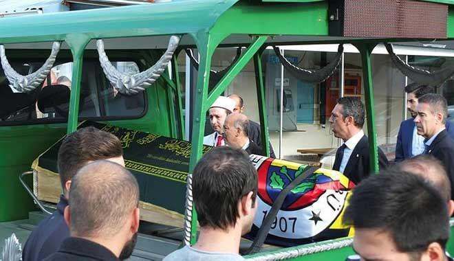 Galatasaray- Fenerbahçe maçında hayatını kaybeden taraftar Koray Şener için Kadıköy'de tören. Gözyaşları...