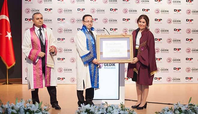 """İlk """"Fahri Doktora"""" unvanını  DAP Holding Başkanı Ziya Yılmaz'a verdi"""