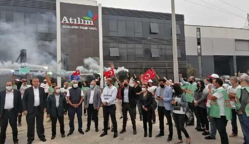 İşten çıkarılan Atılım Tekstil işçilerinden meşaleli eylem