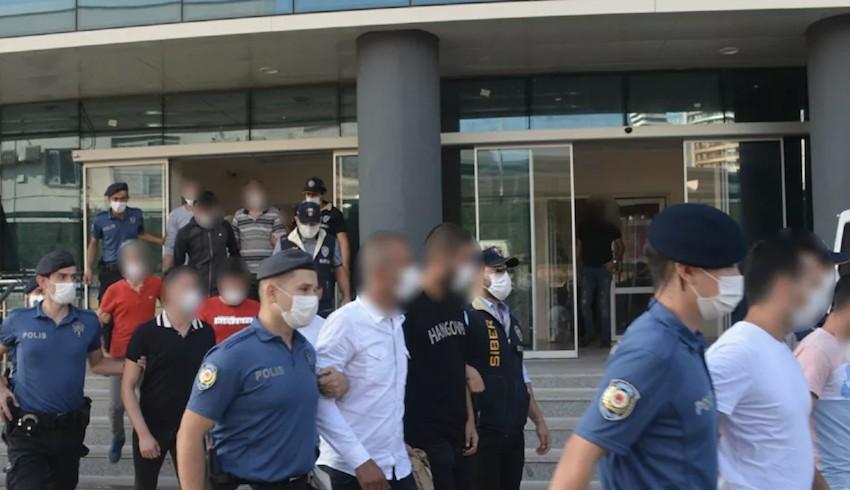 Sınırda TIR'lardan rüşvet alan 5 polis tutuklandı