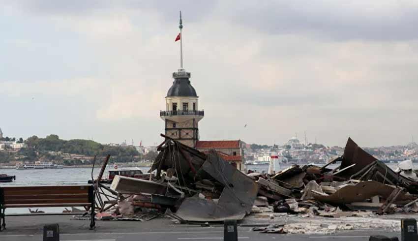 Kız Kulesi'nin karşısındaki korsan büfeler yıkıldı
