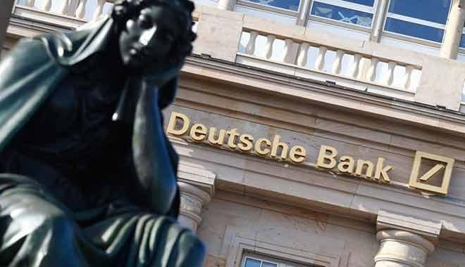 Hisseleri eriyor! Deutsche Bank'ın kredi notu düşürüldü