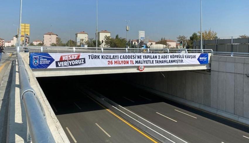 Mansur Yavaş hesap veriyor, köprülü kavşakların maliyetini pankartlarla duyurdu