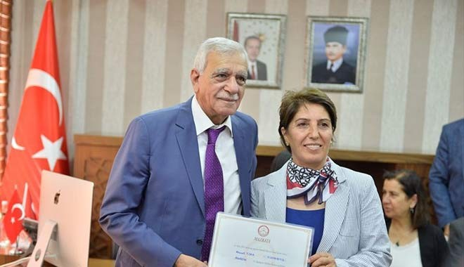 Mardin Büyükşehir Belediye Başkanı Türk de mazbatasını aldı