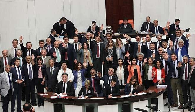 Meclis, son 'torba yasa'yı geçirdi, tatile girdi