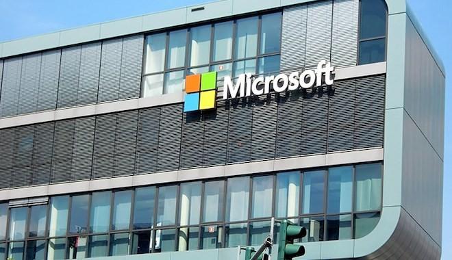 Microsoft tüm mağazalarını kapatarak e-ticarete odaklanacak