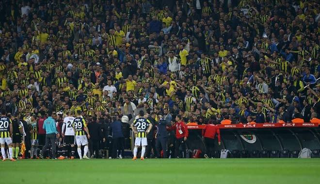Olaylı Fenerbahçe-Beşiktaş derbisinde 20 gözaltı! Şenol Güneş'in başına çakmak atan kişi de gözaltında