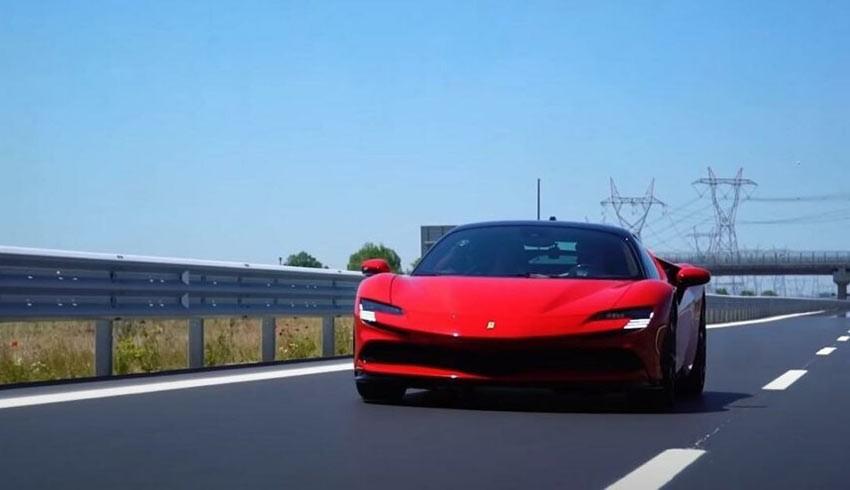 Sofuoğlu, dünyanın en hızlı Ferrari'sini yarı fiyatına aldı