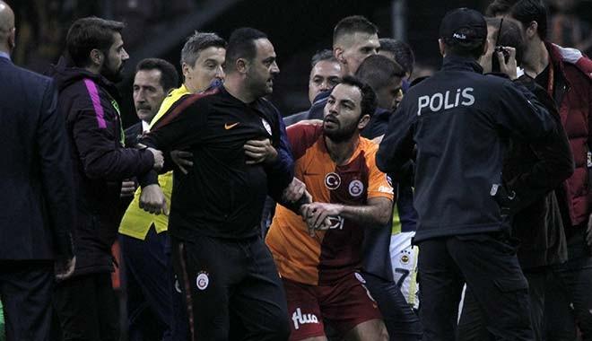 Spor yazarlarından Galatasaray-Fenerbahçe yorumu: 'Pavyon fedaisi misin?'