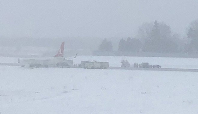 THY uçağı, yoğun kar yağışı yüzünden Lviv'de pistten çıktı