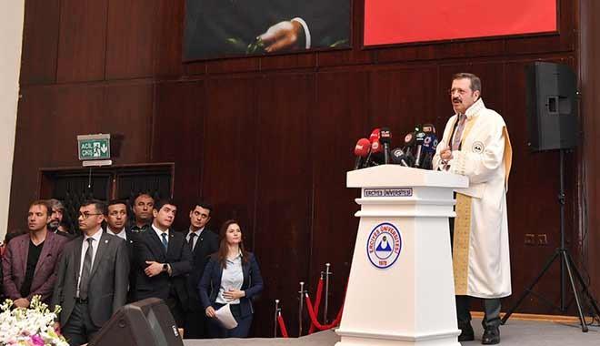 TOBB Başkanı Hisarcıklıoğlu: Duranın düştüğü bir devirdeyiz