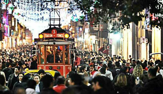 Türkiye'de 13 milyon genç var! Gençler mutlu, ama işsiz...
