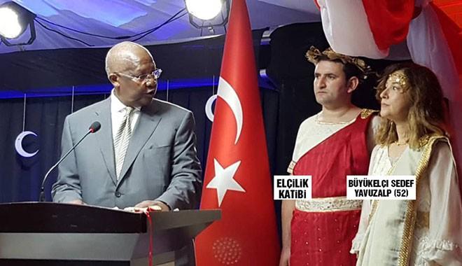 Ugandalılar bile şaşırdı.. Bu Türk büyükelçi, bu da katibi