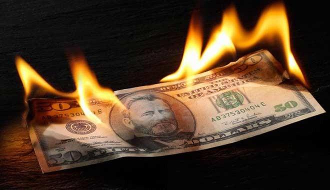 Yaklaşan tehlike için uzmanlar uyarıyor: Dolar fırladı, bankalar çakıldı...