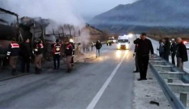 Akılalmaz kazada 13 kişi hayatını kaybetti, 15 yaralı