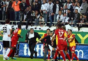 Emmanuel Eboue attacked by Besiktas fans for second time this season